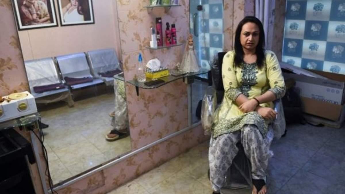 El salón de peluquería que cambia la visión de los transgénero enPakistán